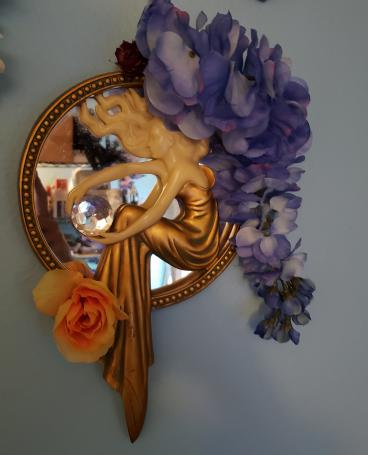 Mirror of flowers